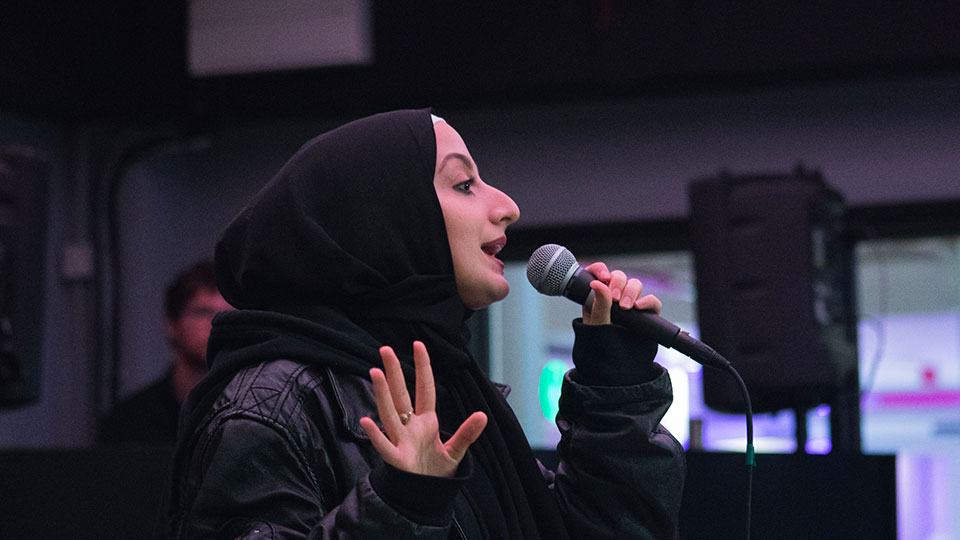 Aisha Aldris performing at 声夜